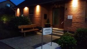 Zahnarztpraxis Nonnenmacher in Fallersleben am Abend